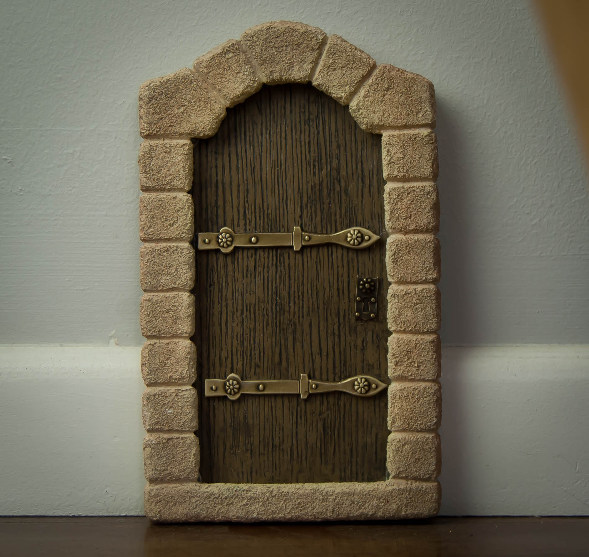 Fairy door pixie ivy lace gifts for Fairy door for wall